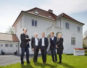 Partnerne, hos Ejendomsmæglerfirmaet Thorkild Kristensen, der fredag den 31. maj  fejrer 30 års jubilæum og tæller i alt ca. 30 medarbejdere. fra venstre: Frank Vestergaard Andersen, Allan Nørgaard, Peter Fredberg, Lars Ørbæk og Jette Gudiksen.